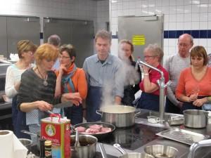Das Hauptgericht wird zubereitet (Foto: M. Splittgerber)