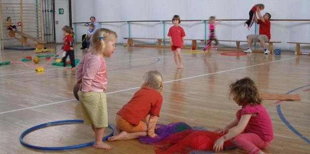 Beim Kinderturnen (Foto: S. Peter)